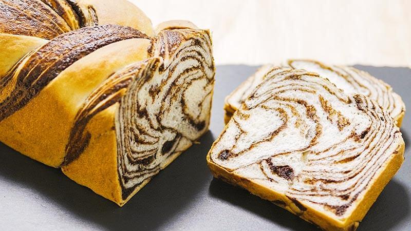 編み込みチョコマーブル食パン