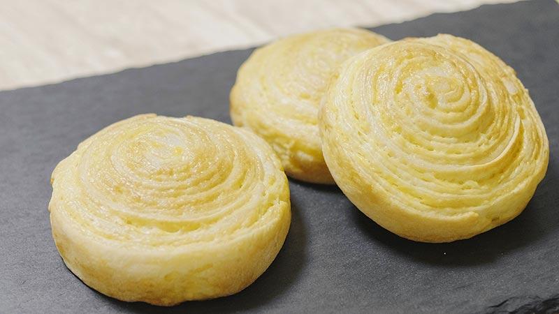 うずまき成形のカスタードクリーム折り込みパン